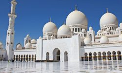 With Sheikh Zayed Mosque rated as the 2nd favourite landmark, let's look at some lesser known facts about it!